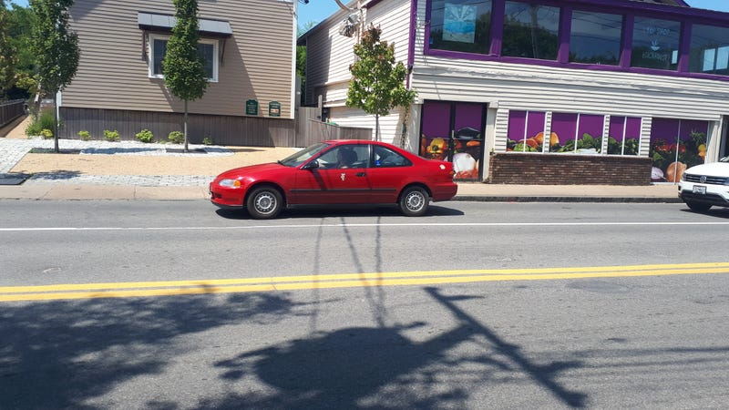 Illustration for article titled Unicorn sighting: a red 90's Honda THAT STILL HAS GLOSSY PAINT!