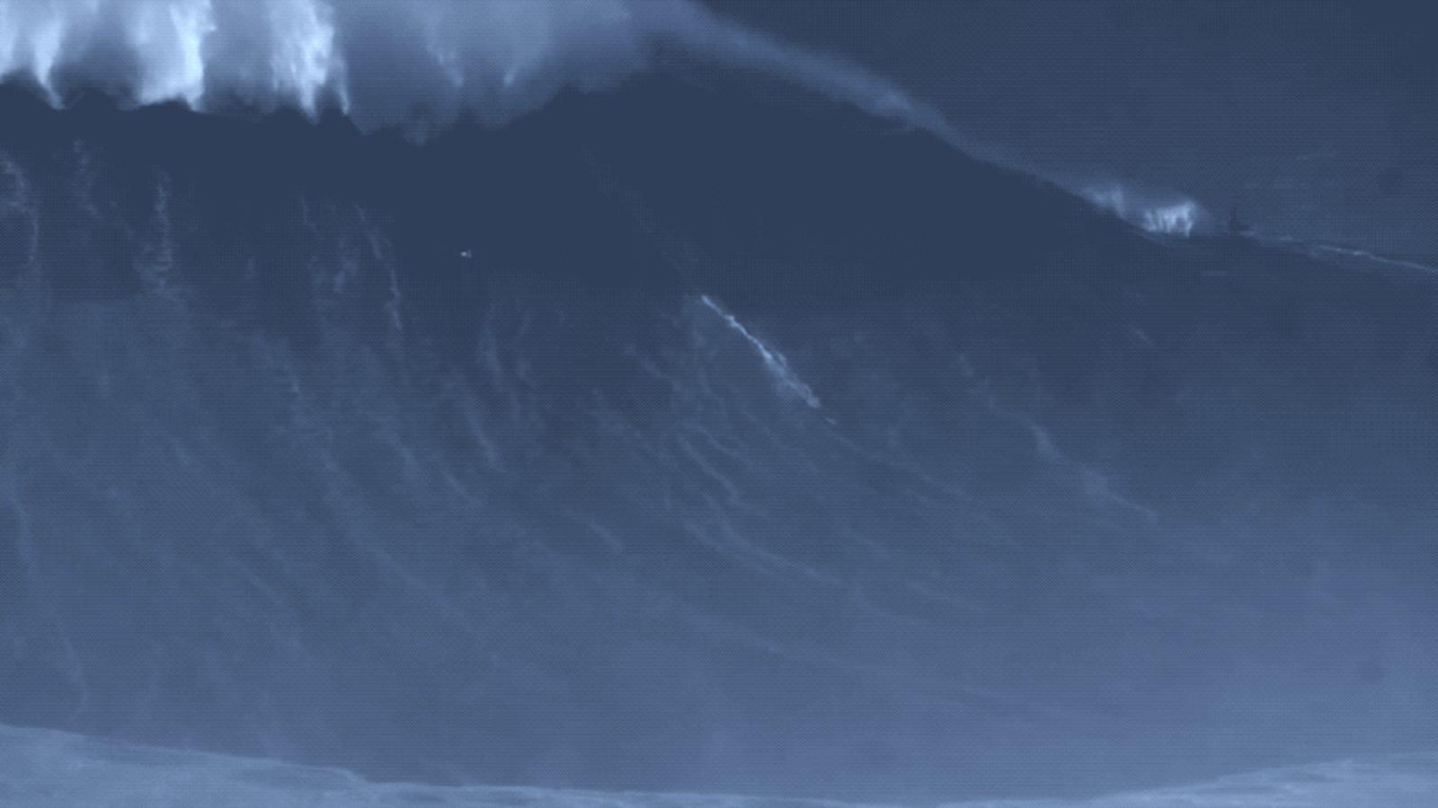 Bate el récord mundial al surfear una ola de 25 metros en el mismo sitio en el que casi muere intentándolo