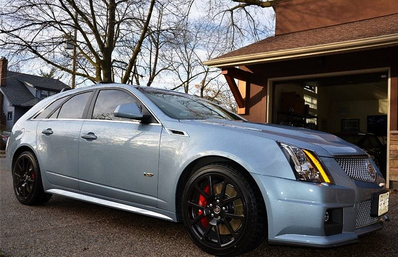 Illustration for article titled For $61,900 CA ($47,700 US), This 2013 Cadillac CTS-V Wagon Could Just Rock Your World