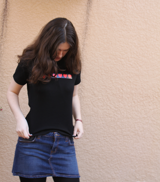 Illustration for article titled Proximity-Sensing T-Shirt Review: Glowing Reminder of My Facebook Relationship Status