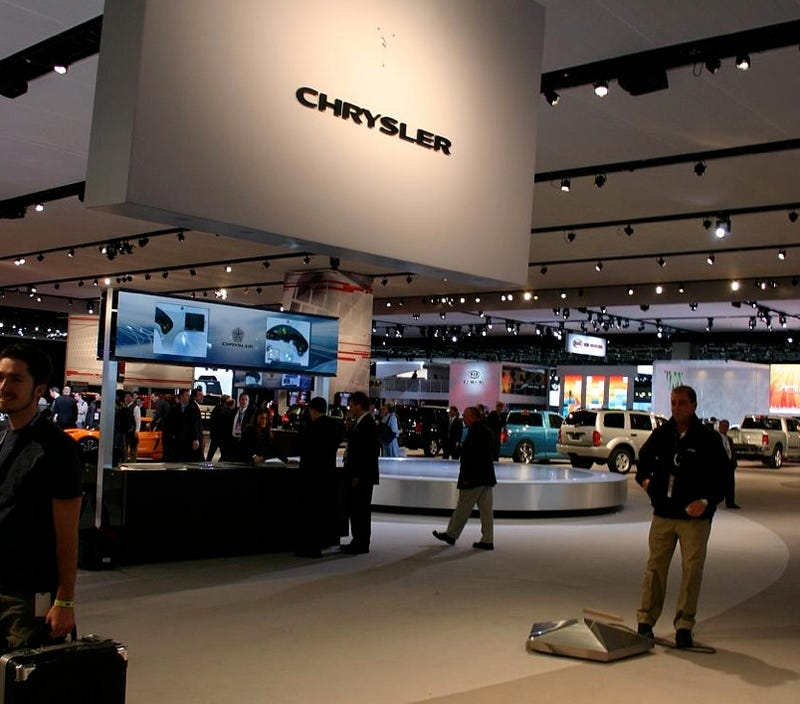 Illustration for article titled Chrysler Sign Almost Decapitates Detroit Auto Show-goer