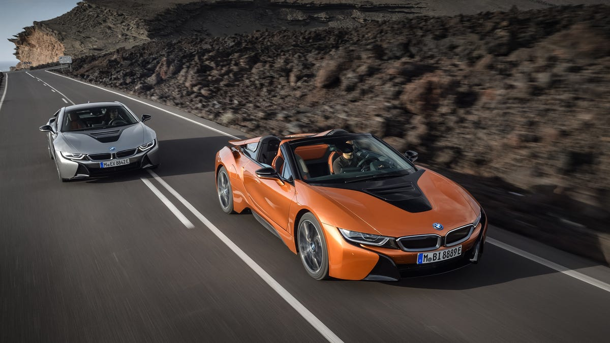The New Bmw I8 Coupe And Roadster Now Have Longer Range And 374 Hp