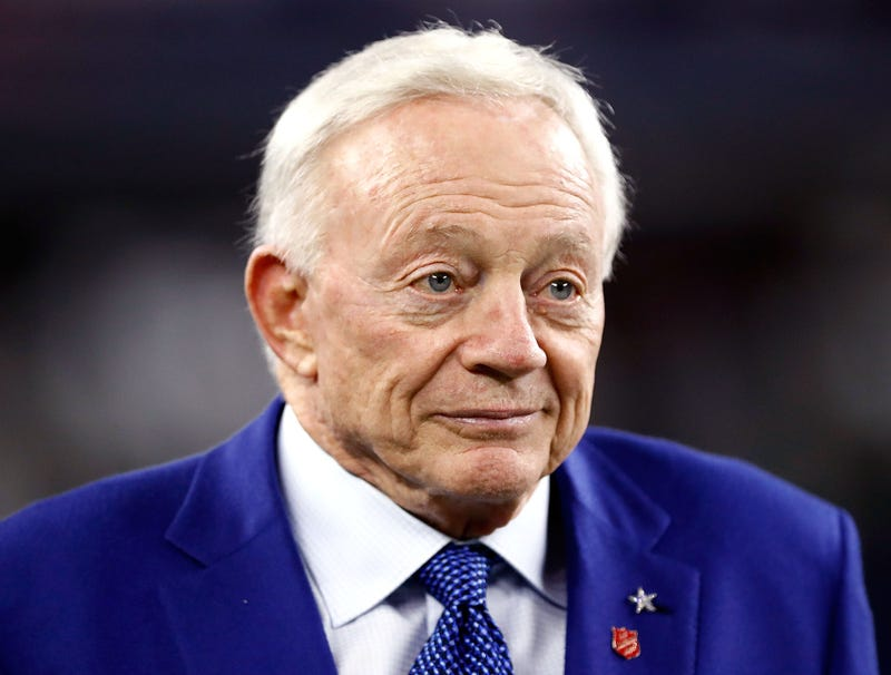 Illustration for article titled Cowboys Team Doctor Breaks News That Mentally Deteriorating Jerry Jones Will Soon Be Unable To Recognize Single Player On Roster