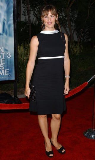 Illustration for article titled Jennifer Garner: Beautiful, But We Like Her Better Dressed Down