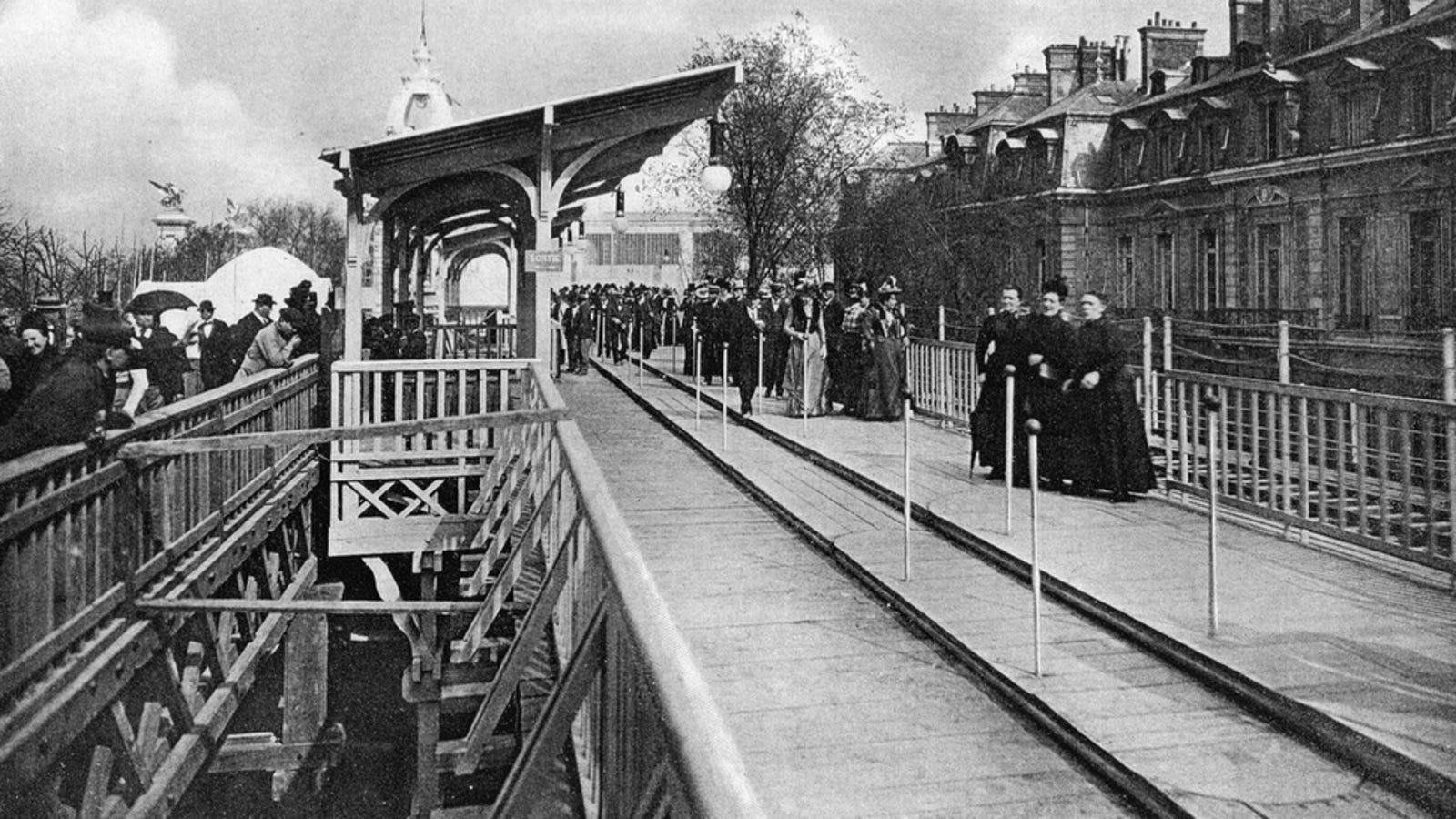 Así eran las ingeniosas aceras mecánicas del París de 1900