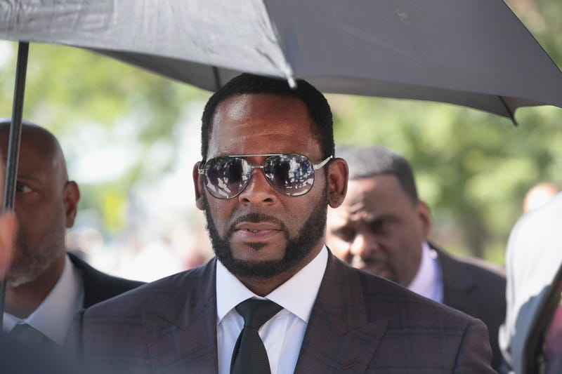 Illustration for article titled Your Wallet's Callin': R. Kelly Reportedly Wants to Tap Michael Jackson's Lawyer, Needs Many Extra Dollars