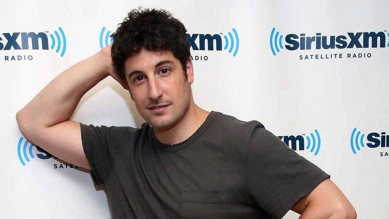 Illustration for article titled Jason Biggs on MH17 Tweet: 'Moving Forward, I Need to Not Be Stupid'