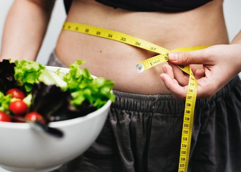Illustration for article titled Todos los mecanismos que tiene nuestro organismo para impedirnos adelgazar por mucho que comamos menos