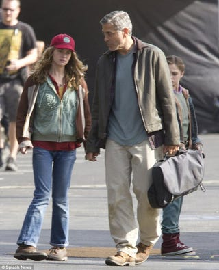 Illustration for article titled George Clooney on the set of Tomorrowland leaves us plot-guessing
