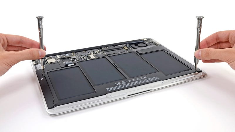 Illustration for article titled MacBook Air 2013 Teardown: So Much Battery