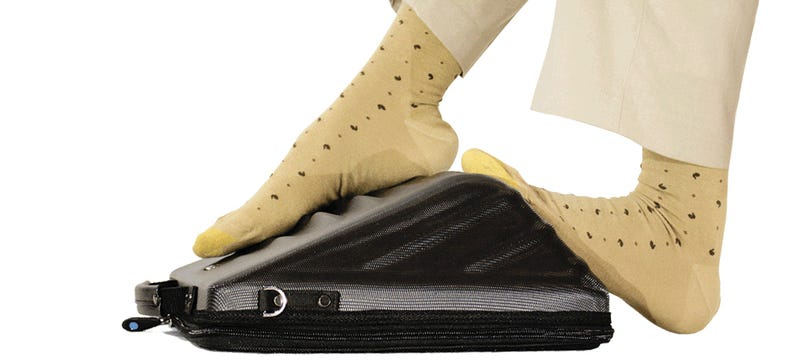 Illustration for article titled Maybe Less Flights Will Be Diverted With This Foot-Massaging Laptop Bag