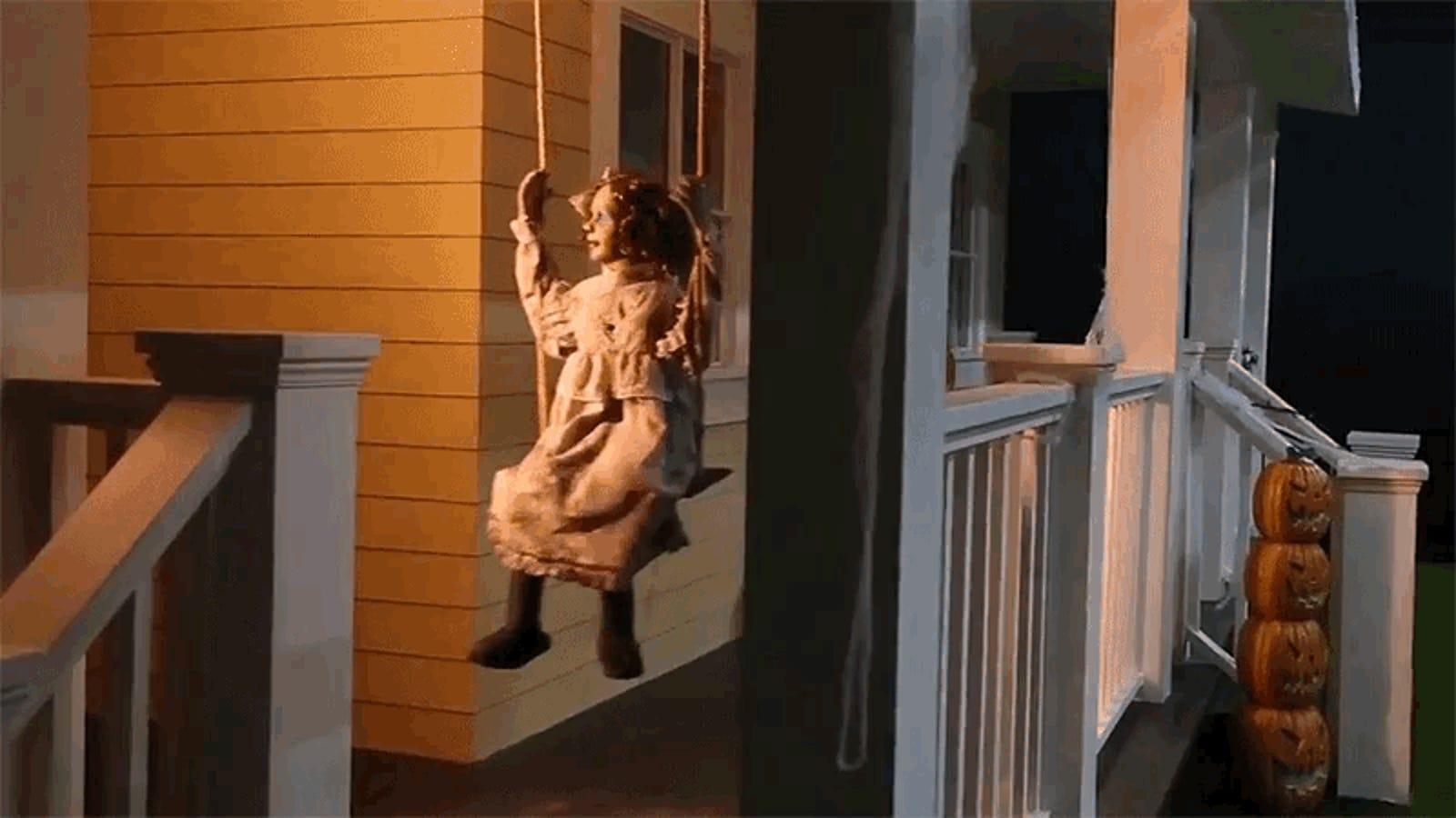 Unas arañas aterrorizan a los habitantes de un pueblo al activar una alarma con canciones infantiles en mitad de la noche