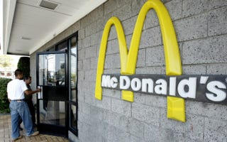 Illustration for article titled McDonald's is Responsible For Its Franchisees' Bullshit, Says NLRB
