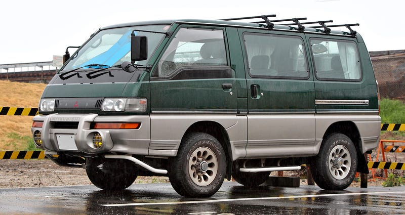 Illustration for article titled Just Walked by a 3rd Gen Delica Star Wagon Turbo-D 4WD