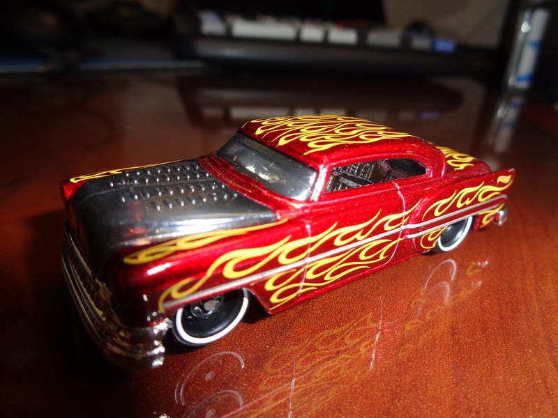 Illustration for article titled DIECAST ON MY DESK - CUSTOM '53 CHEVY BY HOTWHEELS...