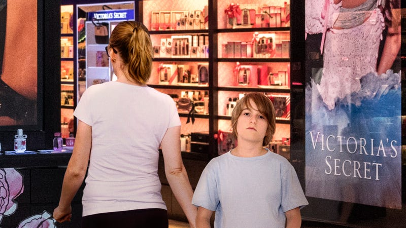 Illustration for article titled Ultimate Humiliation: This 7th-Grade Boy's Mom Made Him Go Into Victoria's Secret With Her While She Shopped For Thongs, And All His Classmates Were Watching From The Auntie Anne's Across The Mall