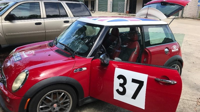 Illustration for article titled At $7,000 Would You Drop the Hammer on This 2004 Mini Cooper MC40?