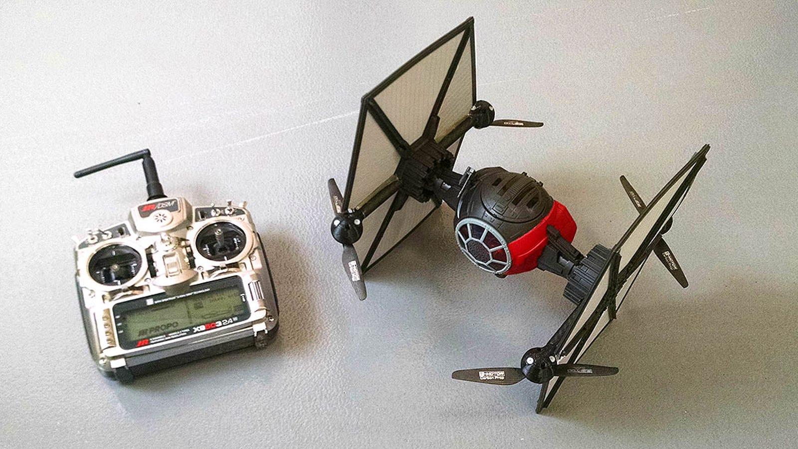 Cómo convertir un caza TIE Fighter de juguete en el mejor dron de star Wars
