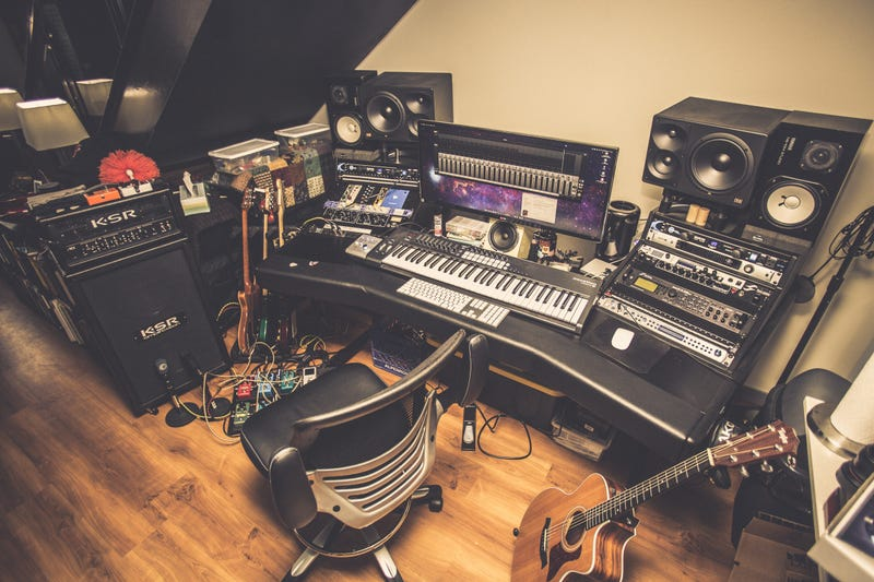 Illustration for article titled The Musician's Paradise Workspace