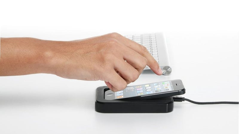 Illustration for article titled Make Your iPhone More Useful with This Sleek Dock