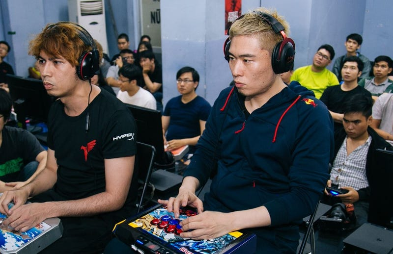 """""""Bonchan"""" (right) against  Xiaobao of Taiwan, who he defeated in the grand finals of Saigon Cup. Photo via the Saigon FGC Facebook page."""