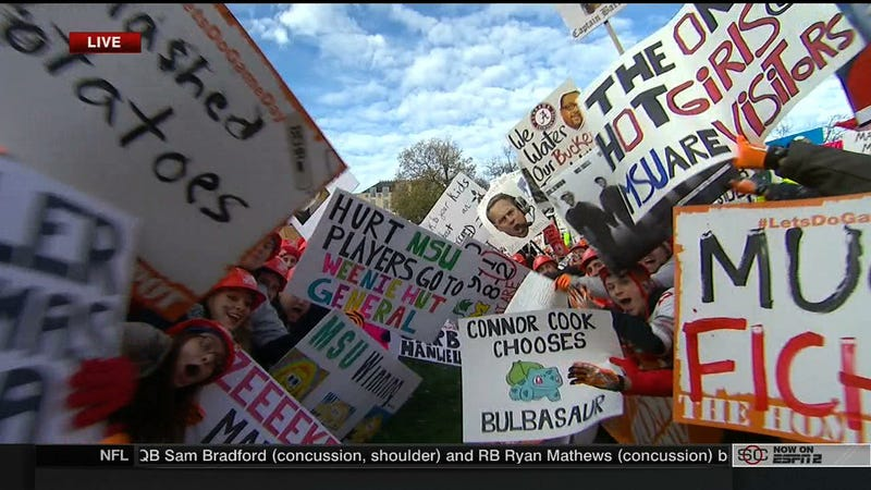 Illustration for article titled Deez Nuts: Your Ohio State College GameDay Sign Roundup