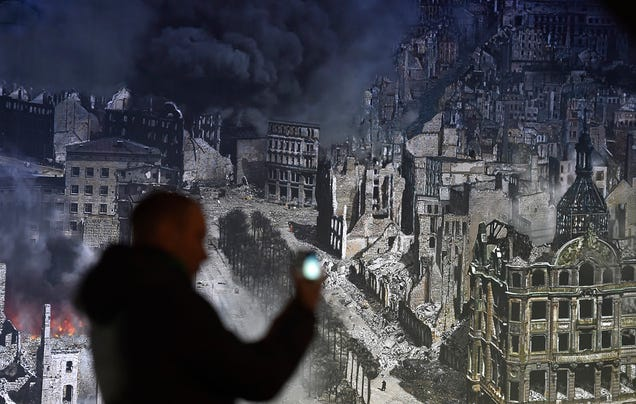 Giant Circular Panorama Recreates The Hell of Fire-bombed Dresden
