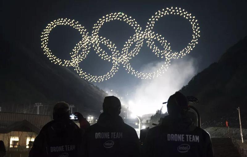 1.218 drones volando en formación para crear los anillos de los Juegos Olímpicos. (Imagen: Intel)