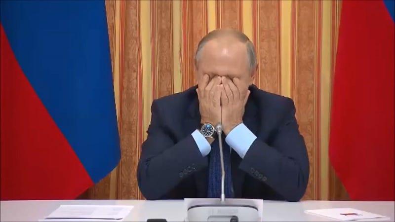 Illustration for article titled Putin estalla de risa después de que su ministro de agricultura sugiriera exportar cerdo a Indonesia, país musulmán