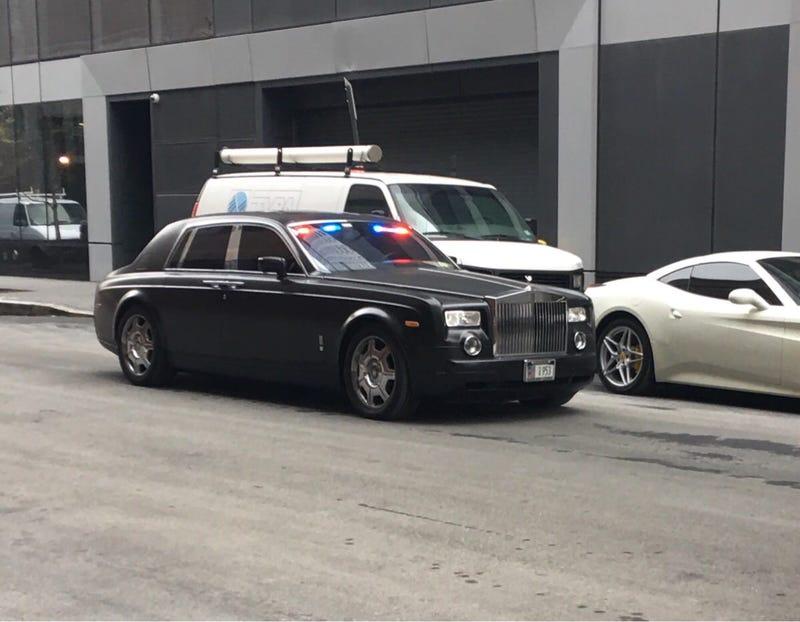 Illustration for article titled Possible Hatzolah Volunteer Ambulance Service Rolls Royce Phantom Spotted