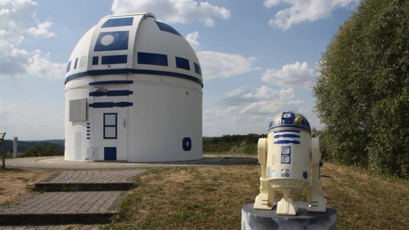 Illustration for article titled Bleep-blooping Germans transform observatory into R2-D2