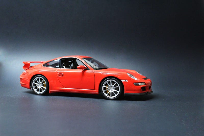 Illustration for article titled 1:18 Scale Porsche 997 GT3 by Welly