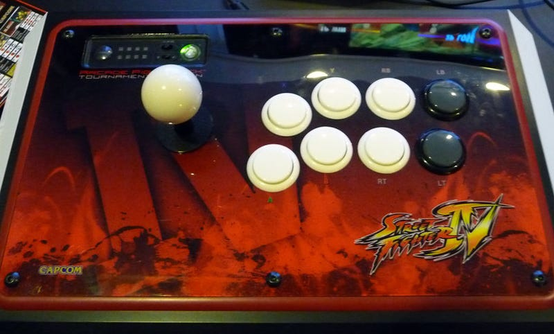 CES 09: Hands On With Mad Catz's Street Fighter IV Tournament Sticks
