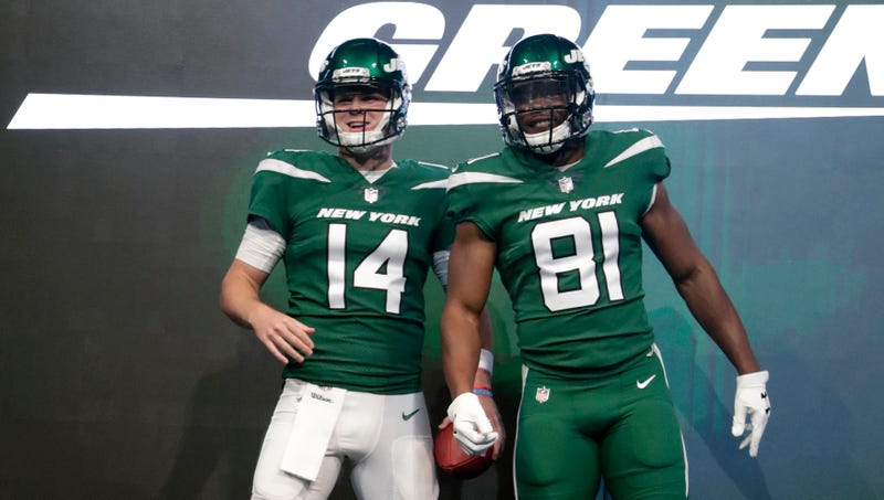 Illustration for article titled These New Jets Uniforms S-U-C-K Suck Suck Suck