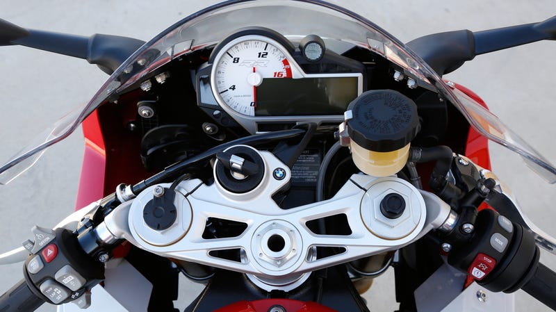 New BMW S1000RR Has Launch Control And Lean Angle Display Still Ugly