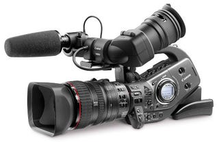 Illustration for article titled Canon Adopting dSLR Chips for a New Pro Camcorder?
