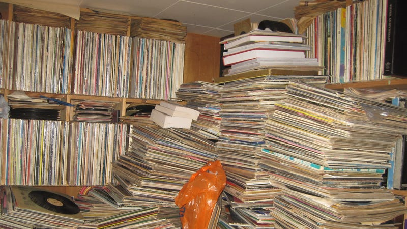 Illustration for article titled Behold the Horrible Glory of a Hoarder's 250,000-Record Vinyl Library