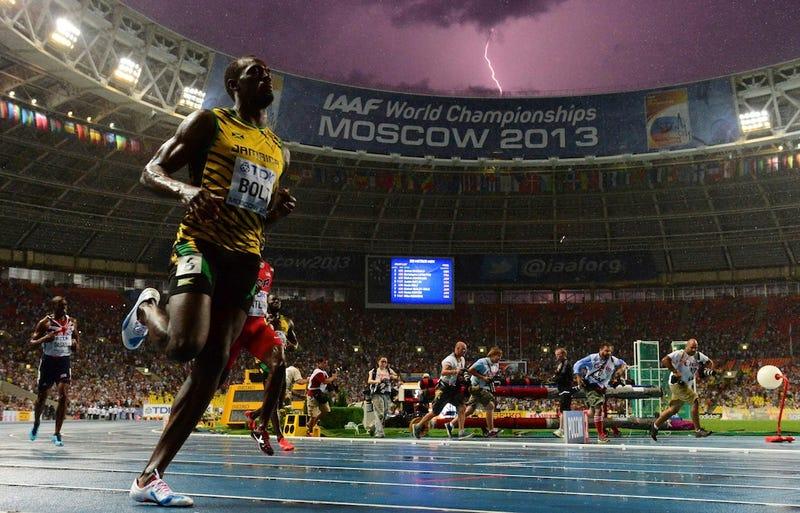 Illustration for article titled Hihetetlen fotó: Bolt épp világbajnok lesz a háttérben egy villámmal