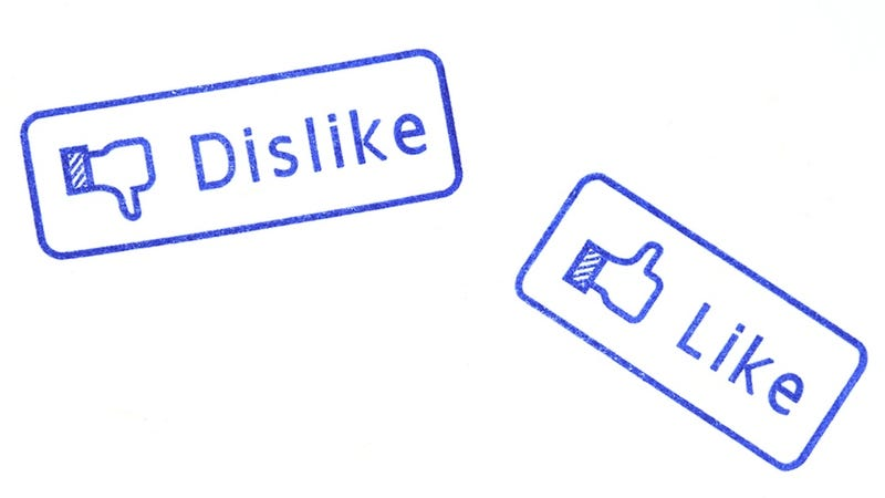 Illustration for article titled Twitter Is Ruining Love and Facebook Is Ruining Your Life