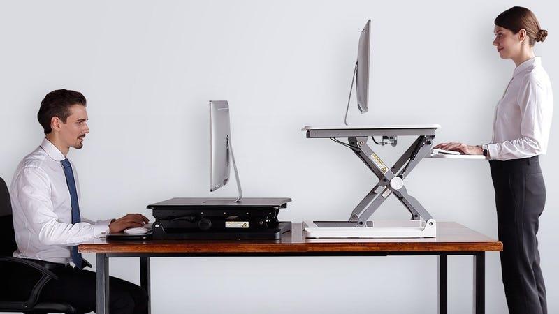 Escritorio FlexiSpot para trabajar de pie | $245 | Amazon