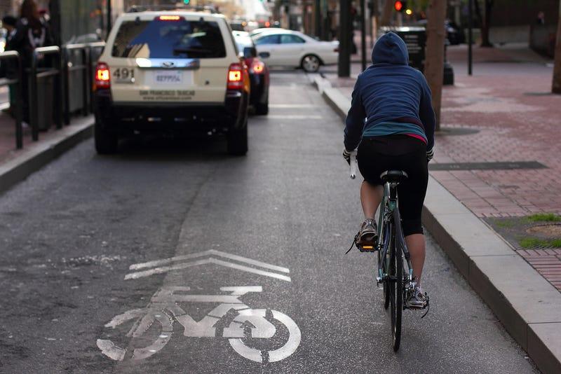 Carril bici en una calle de San Francisco. Foto: Verb1der / Flickr, bajo licencia Creative Commons.