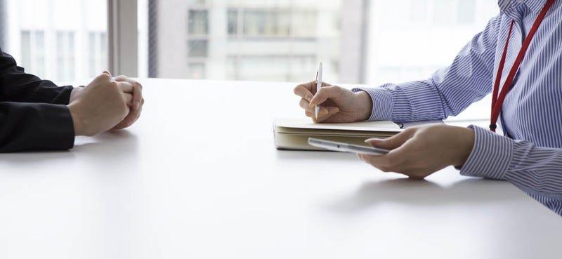 Los mayores errores de lenguaje corporal que puedes cometer en una entrevista de trabajo