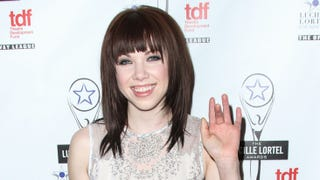 Illustration for article titled Carly Rae Jepsen Would Not Spend $25,000 on a Purse, Is Not Broke