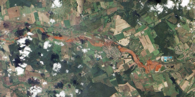 Illustration for article titled Hungary's river of death, as seen from space