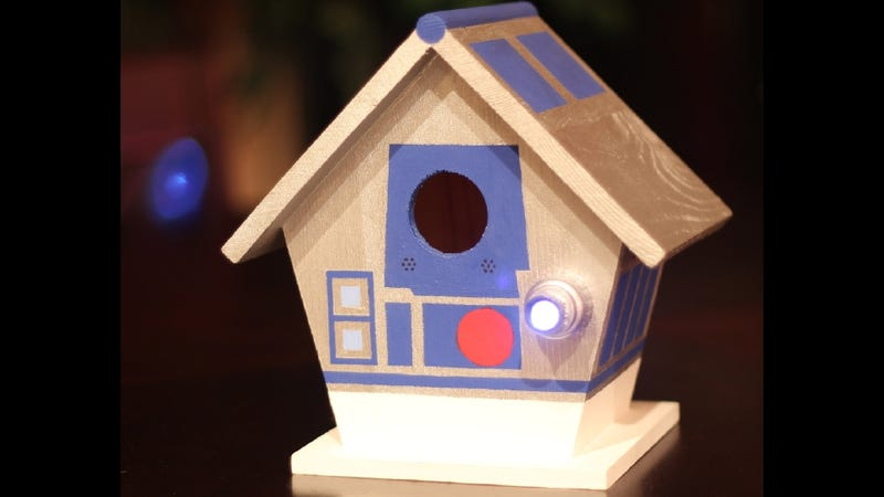 Illustration for article titled R2-D2 Birdhouse? R2-D2 Birdhouse
