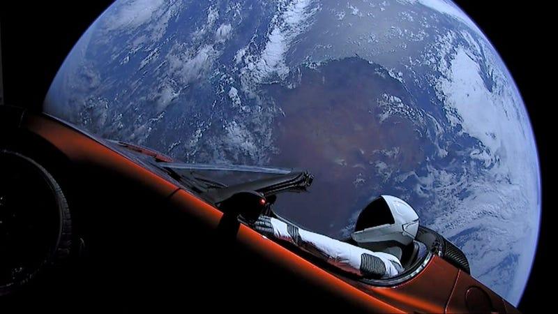 Illustration for article titled El Tesla Roadster enviado al espacio acaba de completar una órbita completa alrededor del sol