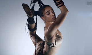Illustration for article titled FKA Twigs Explores Bondage, Fetish in New Video