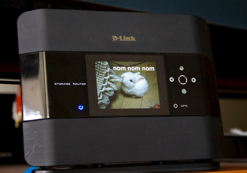 Illustration for article titled D-Link DIR-685 Wireless Storage Photo Frame Router Review