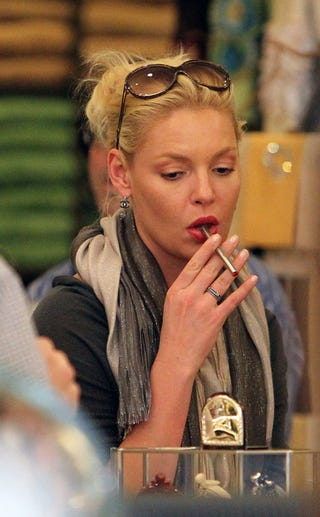 Illustration for article titled Katherine Heigl Is Not Loving Her Electronic Cigarette