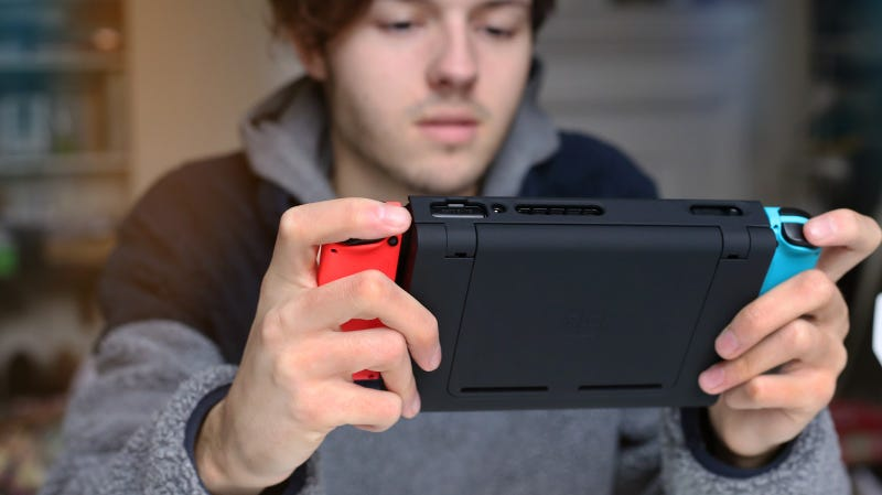 Illustration for article titled A Nifty Switch Battery Case Became A Crowdfunding 'Nightmare'